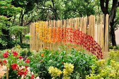 Garden festival Chianciano terme installazione di farfalle origami incerate nel giardino la stanza segreta.  Garden festival Chianciano Terme installation of origami butterflies in the garden covers the secret room