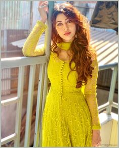Women fashion Bohemian Casual - Women fashion For Work Videos Job Interviews - - Women fashion Over 30 Round Faces - Women fashion Videos Plus Size What To Wear - Women fashion Preppy Color Combos Salwar Designs, Kurta Designs Women, Kurti Designs Party Wear, Designer Anarkali Dresses, Pakistani Dresses, Indian Dresses, Indian Outfits, Designer Dresses, Party Kleidung