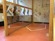 De bouwhoek De bouwhoek neemt in vrijwel elke kleuterklas een belangrijke plek in. Ook bij mij in de klas is de hoek favoriet. Mijn bouwhoek is de laatste anderhalf jaar flink veranderd en zal ongetwijfeld in de toekomst verder veranderen. Dit is niet erg, zo blijft het interessant voor de kinderen en ook een beetje voor jezelf. http://www.kleutermeesterrob.nl/2015/11/18/de-bouwhoek/