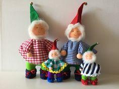 Vertelkabouters worden gebruikt op de vrije school bij de opening van de dag. Christmas Ornaments, Holiday Decor, School, Art, Atelier, Art Background, Christmas Jewelry, Kunst, Performing Arts