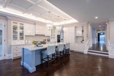 Hamptons Interior Design & Style Ideas | Intrim Moulding Hamptons Style Homes, Hamptons House, The Hamptons, Off White Kitchens, Hamptons Kitchen, Interior Styling, Interior Design, Kitchen Layout, Kitchen Decor