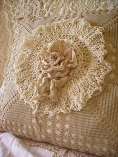 I love cushions for bedroom decor, vintage and shabby chic, crochet doily and shabby chic flower Shabby Chic Pillows, Shabby Chic Decor, Vintage Accessoires, Crochet Pillow, Crochet Lace, Pearl And Lace, Sewing Pillows, Linens And Lace, Antique Lace