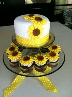 New Birthday Cupcakes Design Food 27 Ideas Fondant Cupcakes, Cupcake Cakes, Sweets Cake, Cup Cakes, New Birthday Cake, Birthday Cupcakes, 16th Birthday, Birthday Cards, Cake Decorating Designs