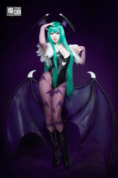 twinzik: godsofcospay: Morrigan Aensland CosplayPhotographies by Mengjie LuanCosplay by Yan POSING 101 MAN, WHAT PERFECT BODY LANGUAGE.