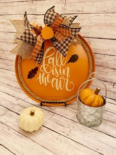 Fall Wood Crafts, Thanksgiving Crafts, Holiday Crafts, Dollar Tree Decor, Dollar Tree Crafts, Wreath Crafts, Halloween Crafts, Elsa, Pizza Pan
