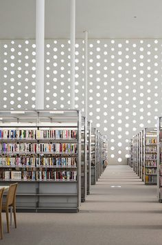 Kanazawa Umimirai Library / Coelacanth K Architects circulo trama biblioteca blanco Architecture Details, Interior Architecture, Interior And Exterior, Interior Design, Beautiful Library, Library Design, Learning Spaces, Commercial Interiors, Commercial Design