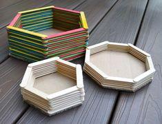 Uma cesta de palito de picolé pode acomodar o que você desejar e possuir a cor…