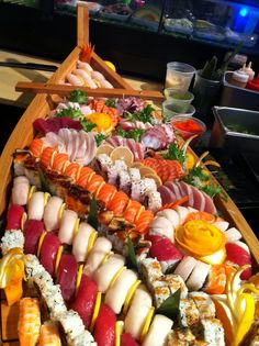 Boat Sushi Recipes, Asian Recipes, Healthy Recipes, Ethnic Recipes, Sushi Boat, Sushi Party, Food Porn, Best Food Ever, Food Places