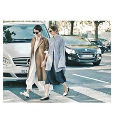 « Last Sunday morning, walking to the @kenzo show with @briesarawelch @studiodore. @threadslike for @vogueparis #streetstyle »