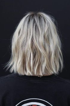 Best Short Hair Back View Images - Kurzhaarfrisuren - Haare Hair Inspo, Hair Inspiration, Short Hair Back View, Bob Back View, Medium Hair Styles, Short Hair Styles, Short Hair Lengths, Short Hair Colors, Brown Blonde Hair