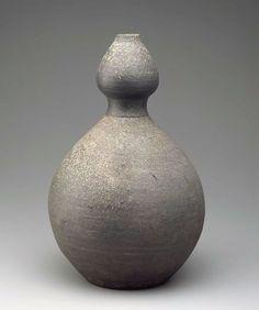 Stoneware bottle. Korea. Goryeo Dynasty, 13th c.