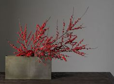 """This centerpiece may have just been the originator of """"less is more more."""" Just a few berry branches in a box vase can lend your Christmas table an undeniable touch of understated elegance and class. Via Decoration Inc."""