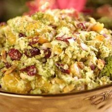 Festive Broccoli Salad, a recipe from ATCO Blue Flame Kitchen's Holiday Collection 2004 cookbook. Holiday Appetizers, Holiday Recipes, Dinner Recipes, Christmas Cooking, Christmas Fun, Canadian Thanksgiving, Broccoli Cheddar, Broccoli Salad, Holiday Dinner