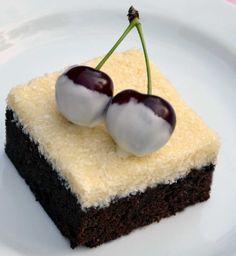 Višně můžete nahradit například plátky karamboly nebo jiným ovocem Rum, Cheesecake, Pudding, Treats, Sweet, Food, Sweet Like Candy, Meal, Cheesecakes