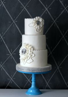 I love the scalloped edges of her cakes > A classic and whimsical cake by Lori Hutchinson of the Caketress, Toronto