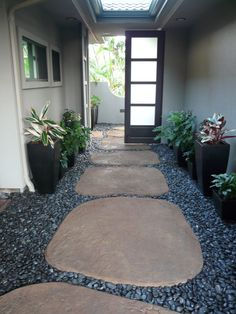 Give your garden path or walkway some flair with these easy to make, one of a kind stepping stones.