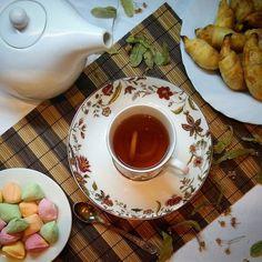 Ночные разговоры за чаем с липовым цветом собранным еще в начале лета в том месте которое мы часто вспоминаем и любим. Всем снов! #зима #чай #дома #уют #tea #goodnight #foodstagram #delish #sweethome #relax #foodpics #teacup #healthy #tealover #teatime #home #natural #foodporn #instafood #teabreak #delicious #yummy #baking #teapot #mug #healthyfood #cleanfood #winter #loveit #homesweethome by amalgama5