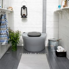 Composting toilet in a blue and grey summer cottage bathroom. Summer House Interiors, Cottage Interiors, Cottage Homes, Outside Toilet, Outdoor Toilet, Tiny Bathrooms, Small Bathroom, Outhouse Bathroom, Yurt Home