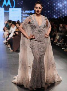 Lakme Fashion Week 2017: Bipasha Basu brings a glittery end to day 3. #LakmeFashionWeek #Bollywood #BipashaBasu http://www.glamoursaga.com/bipasha-basus-glittery-avatar-was-the-perfect-end-for-third-day-of-lakme-fashion-week-2017/