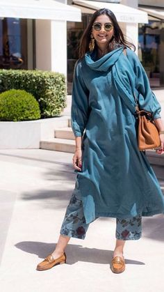 Salwar Suits – A Must Ethnic Wear In Every Woman's Wardrobe sonam kapoor simple blue salwar suit<br> Salwar suits are the most ethnic wear in the fashion world after saree. Here are 10 tips to style salwar suits and be the center of attention. Dress Indian Style, Indian Dresses, Indian Outfits, Casual Dress Outfits, Trendy Dresses, Fashion Outfits, Fashion Weeks, Fashion Trends, Indian Attire