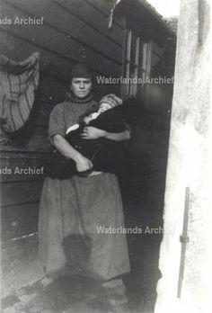 Neeltje Keijzer (Zwarte Neel), geboren 05-07-1897 te Volendam, overleden op 16-09-1965 te Volendam. ca 1930 #NoordHolland #Volendam