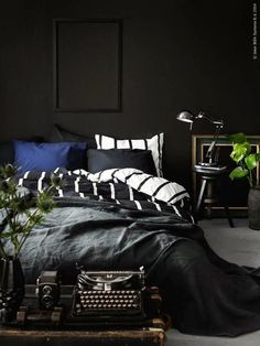 Inspiration for your home | A cozy dark bedroom for winter (via Bloglovin.com )