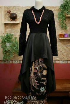 Kebaya Moden, Abaya Fashion, Women's Fashion, Kebaya Brokat, Batik Dress, Blouse Styles, Traditional Outfits, Muslim, Couples