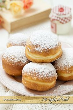 - Very soft donuts or donuts easy recipe Donut Recipes, Baking Recipes, Beignets, Yeast Donuts, Good Morning Breakfast, Delicious Desserts, Yummy Food, Cocktail Desserts, Italian Desserts