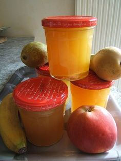 Right here is the recipe for a very good fall fruit jam. Easy and fast to make which finally offers a jam with a candy and fruity perfume. Healthy Eating Tips, Healthy Nutrition, Frittata, Banana Jam, Deodorant Recipes, Fall Fruits, Fruit Jam, Vegetable Drinks, Food Menu