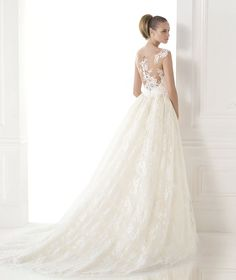 CONSTANCE, Wedding Dress 2015 (Pronovias) They really love their matching buttons but I'm not a fan.