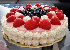 Korpus:  Žloutky vyšleháme s cukrem, přidáme olej, vodu, mouku smíchanou s práškem do pečiva. Nakonec vmícháme tuhý sníh z bílků a upečeme při... Raspberry, Cheesecake, Fruit, Food, Cheesecakes, Essen, Meals, Raspberries, Yemek