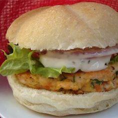 Yummy Lemon Salmon Burgers food-and-drink Burger Recipes, Salmon Recipes, Fish Recipes, Seafood Recipes, Cooking Recipes, Lunch Recipes, Drink Recipes, Think Food, I Love Food