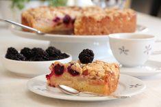 - Eplekake med Bjørnebær - Apple- and Blackberry Cake with Crumbletopping Apple And Blackberry Cake, Apple Cake, Norwegian Food, Sweet Tooth, French Toast, Cherry, Yummy Food, Sweets, Breakfast