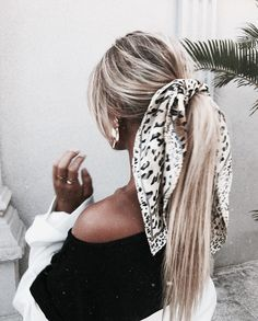 Pin by Sitting Pretty Halo Hair on Hair Inspo. Scarf Hairstyles, Messy Hairstyles, Pretty Hairstyles, Straight Hairstyles, Step Hairstyle, Perfect Hairstyle, Straight Ponytail, Hairstyle Wedding, Hairstyle Short