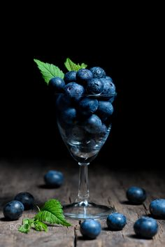 Blueberries in small glass by jordachelr Dark Food Photography, Still Life Photography, Printable Images, Healthy Fruits And Vegetables, In Natura, Beautiful Fruits, Still Life Photos, Fruit Art, Jolie Photo