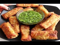 Turns out, the avocado egg rolls (A+ are really easy to make at home. Make an easy avocado filling, roll it up. Avocado Egg Rolls, Ripe Avocado, Avocado Hummus, Appetizer Recipes, Snack Recipes, Appetizers, Appetizer Ideas, Healthy Recipes, Egg Roll Ingredients