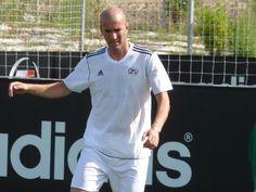 Real Madrid Kicks Rafael Benitez Out For No Reason? Zinedine Zidane Takes Over - http://www.australianetworknews.com/real-madrid-kicks-rafael-benitez-no-reason-zinedine-zidane-takes/
