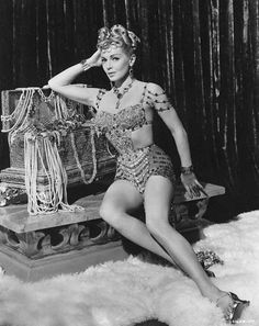 Lana Turner The Effective Pictures We Offer You About Actresses anushka A quality picture can tell you many things. Golden Age Of Hollywood, Classic Hollywood, Old Hollywood, Hollywood Glamour, Hollywood Stars, Merle Oberon, Lana Turner, Myrna Loy, French Actress