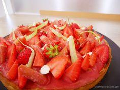 Tarte rhubarbe, fraises et amandes | Lau's pastries and cakes