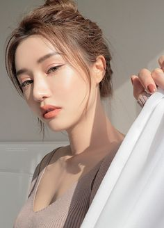 Skin Care Tips For Beautiful Skin - Prom Makeup Navy Korean Natural Makeup, Korean Makeup Look, Korean Makeup Tips, Korean Makeup Tutorials, Korean Beauty, Asian Beauty, Asian Makeup Looks, Prom Makeup, Wedding Makeup