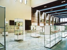 USM Haller Glass. Musashino Art University Musashino, Tokyo, Japan. www.usm.com