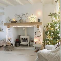 🎶O Christmas tree, O Christmas tree How lovely are your branches🎶. until they play a ball game with Poppie Dog 🙈🎶All the pine needles… Cottage Lounge, Cottage Living Rooms, Cottage Interiors, Living Room Grey, Home And Living, Living Room Decor, Natal Diy, Christmas Living Rooms, Hygge