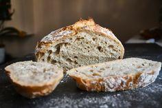 Ha nem akartok kovászt nevelgetni, de szeretnétek finom házi kenyeret enni, akkor ne keresgéljetek tovább, ítt a dagasztás nélküli kenyér. Pasta Recipes, Cooking Recipes, Bread, Food, Street, Kitchen, Cooking, Chef Recipes, Brot