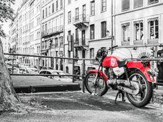 Effet de #couleur pour cette #photo Bertrand Calenge, prise en juillet 2015 quai Romain-Rolland à #Lyon : moto #rouge une teinte qui a de l'allure #numelyo #color