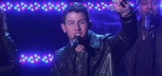 "Nick Jonas apresenta ""Jealous"" ao vivo"