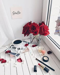 Flat lay photography ideas and inspiration. Art Tutorial, Flat Lay Photography, Photography Ideas, Red Aesthetic, Coffee Love, Black Coffee, Belle Photo, Girly Things, Red Roses