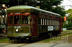 A lone St. Charles streetcar awaiting passengers.