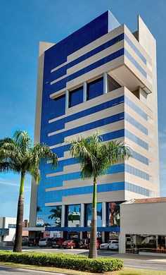 new shopping center shi shi Office Building Architecture, Building Exterior, Building Facade, Facade Architecture, Building Design, Future Buildings, Small Buildings, Modern Buildings, Design Exterior