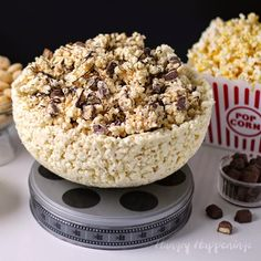 100% Edible White Chocolate Popcorn Bowlngredients:  2 bags Orville Redenbacher's Naturals Lightly Salted microwave popcorn 40 ounces melted and tempered white chocolate or melted confectionery coating (Candy Melts)  Supplies Needed:  6 quart plastic bowl* Reynolds Non-Stick Grill Tin Foil (long box) - optional, but a great idea food handling gloves, also optional but will save you from having very messy hands