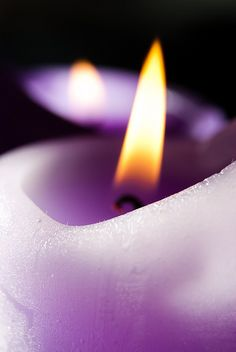 Purple Candlelight ☮k☮~ Th April 2015 ~✜❤✿ڿڰۣ ༻♡༻¤ ღ รฬєєt รย๓ἶ ღ ¤ ༻♡༻ ღ☀ჱ ܓ ჱ ᴀ ρᴇᴀcᴇғυʟ ρᴀʀᴀᴅısᴇ ჱ ܓ ჱ¸. Purple Love, All Things Purple, Purple Rain, Purple Yellow, Shades Of Purple, Purple Candles, Candle In The Wind, Light My Fire, Candle Lanterns